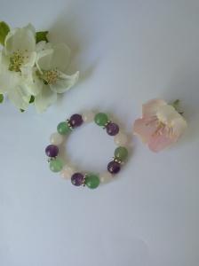 """Bracelet """"printemps """" en jade, améthyste et quartz rose."""